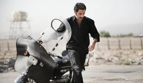 آموزش موتور سواری به نوید محمدزاده در فیلم بدون تاریخ بدون امضا +فیلم