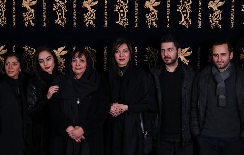از فیلم منتشر شده از عصبانیت ابراهیم حاتمی کیا تا لباس های معنادار ستاره های سینما روی فرش قرمز