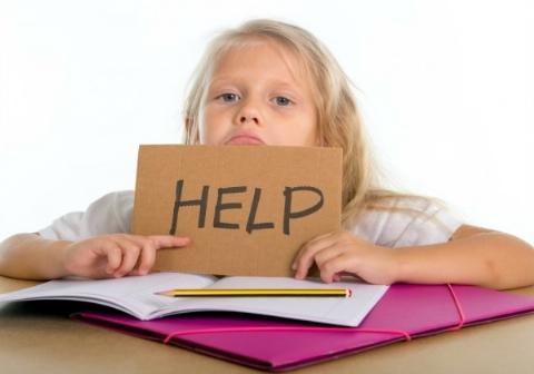 لحظه تکان دهنده خودکشی دختر نوجوان به خاطر تکالیف مدرسه! + فیلم