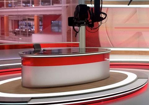 جر و بحث شدید دو گوینده خبر در پخش زنده +فیلم