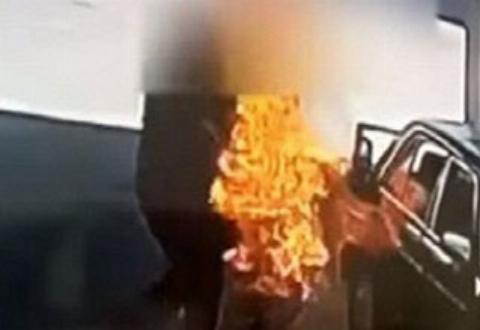 خودکشی هولناک مرد عمانی در پمپ بنزین! + فیلم