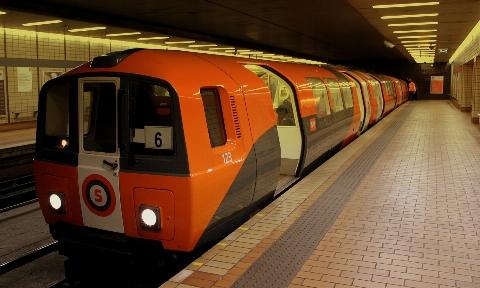 دختر دانش آموز در ایستگاه مترو به زندگی خود پایان داد+فیلم
