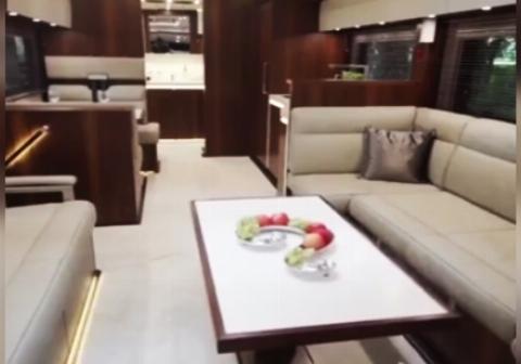 یک کامیون زیبا و منحصر به فرد، به فضایی مانند یک هتل لوکس مجهز است+فیلم