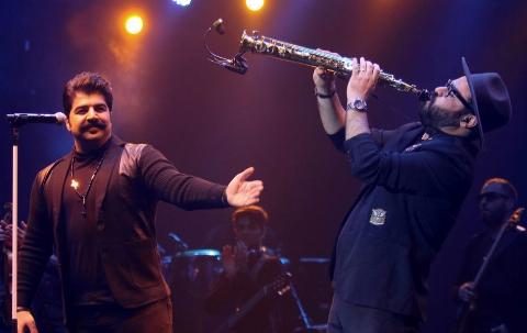اجرای متفاوت بهنام بانی در کنسرت که باعث شگفت زدگی مردم شد
