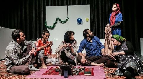 این آدم ها با احساست شما بازی میکنند؛ نمایشی که حامد بهداد، باران کوثری و ستاره های هنر ایران را غافلگیر کرد/گزارشی از تئاتر پرفروش دودمان