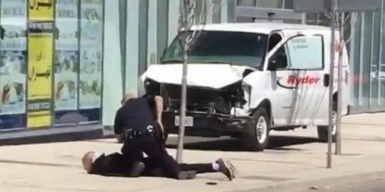 قتل 10 زن و مرد توسط جوان ایرانی در کانادا / در برابر صرافی تهران تورنتو رخ داد+فیلم