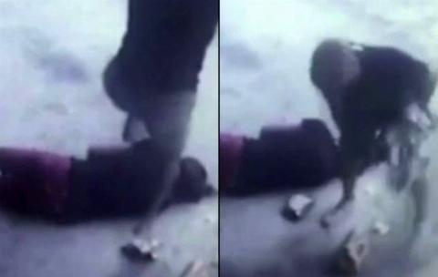 حمله وحشیانه یک مرد روانی  به دختر جوان در خیابان + فیلم