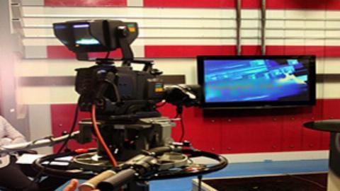 ضرب و شتم هوادار یک تیم فوتبال توسط گزارشگر در برنامه زنده+فیلم