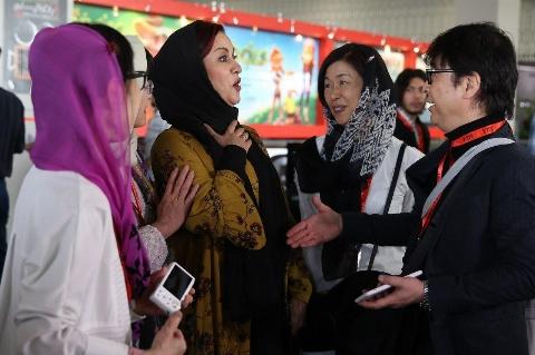 دست ندادن مریلا زارعی با مرد چینی سوژه شد+فیلم