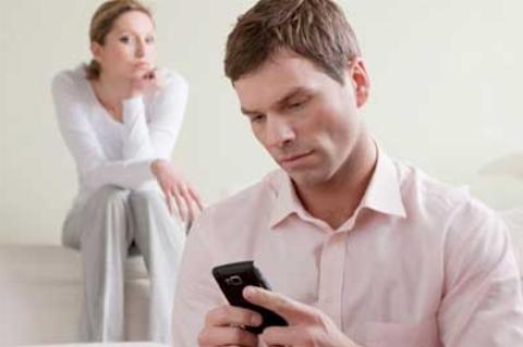 زنی هنگام خیانت شوهرش درست سر بزنگاه رسید/فیلم