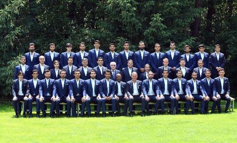 استقبال بی نظیر ایرانیان از تیم ملی فوتبال در فرودگاه مسکو