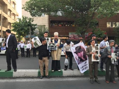 ویدیو؛ حضور چشمگیر مردم در مراسم تشییع پیکر ناصر ملک مطیعی