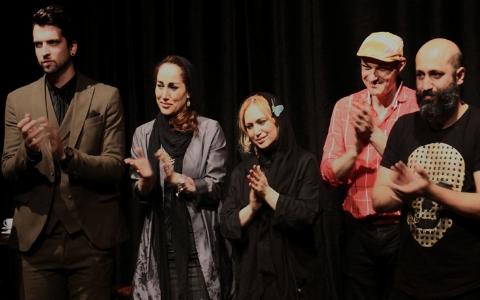 دختر علی پروین روی صحنه تئاتر/ نمایش متفاوت در قلب تهران با بازی مدل سرشناس و رقصنده های زن/ انسان انباری، نمایشی که شما را به فکر کردن محکوم می کند