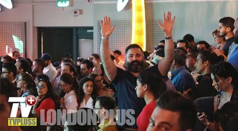 جشن و پایکوبی ایرانیان مقیم لندن در شب دورهمی آقای خواننده مشهور به مناسبت تماشای فوتبال ایران مراکش/لندن پلاس تقدیم میکند