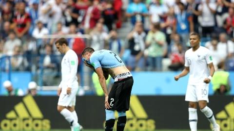 گریه های فوتبالیست اروگوئه ای در حین بازی حاشیه ساز شد