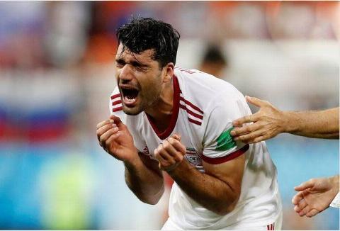 اشک و اندوه بازیکنان ایران بعد از تساوی با پرتغال و حذف از جام جهانی