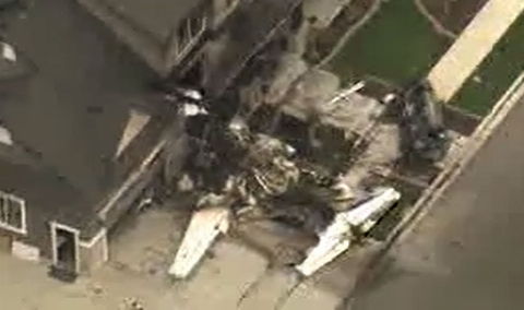 پایان دعوای زن وشوهر با کوبیدن هواپیمای جت به سقف خانه!