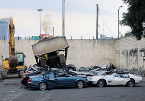 فیلم نابودی خودروهای لوکس به دستورآقای  رئیس جمهور!