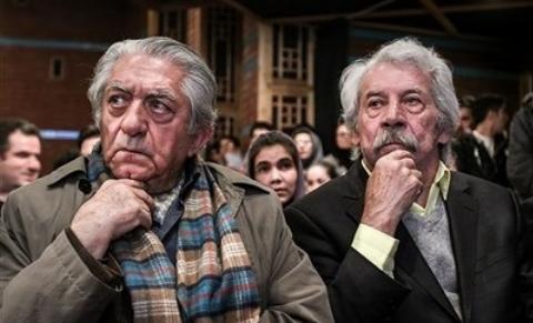 عزت الله انتظامی و داوود رشیدی دست در دست هم/ یکی از آخرین دیدارهای دو بازیگر بزرگ سینمای ایران در دفتر اصغر فرهادی