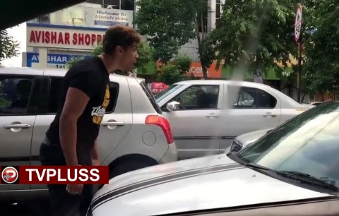 راننده خونسرد، مرد عصبانی را وسط خیابان عمدا زیر گرفت! + فیلم