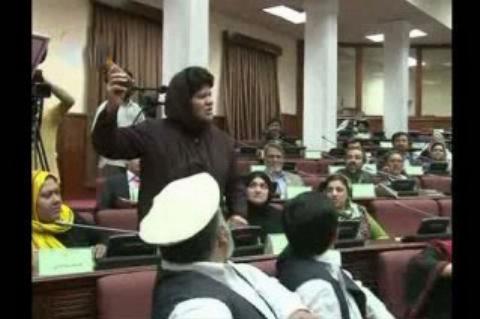 ویدیو: دعوا و درگیری فیزیکی نمایندگان زن در مجلس افغانستان!!