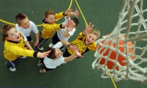 حذف زنگ ورزش در مدارس برای دانش آموزان کمتحرک و تُپُل!