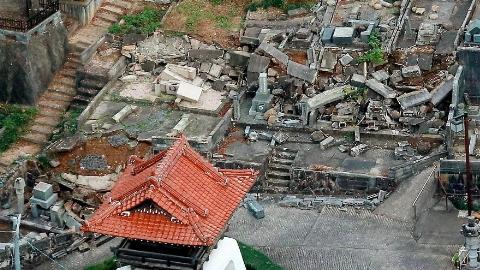 اولین تصاویر از ژاپن بعد از زلزله شدید شب گذشته