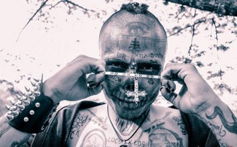 این پسر با عمل جراحی خودش را تبدیل به ترسناکترین چهره دنیا کرد!