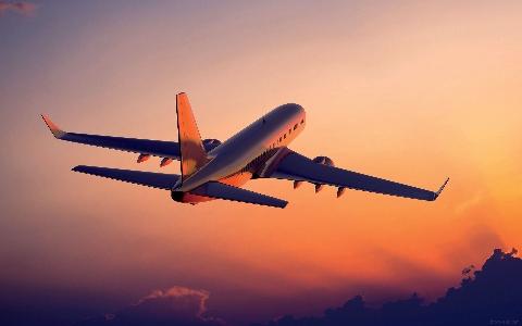 ویدیو؛  لحظه برخورد 2 هواپیما در فرودگاه
