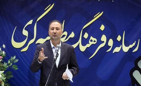 انتقاد تند و تیز مجری سرشناس تلویزیون از وزیر بهداشت: حرف زدن بلد نیستی، حرف نزدن هم بلد نیستی؟