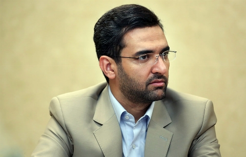 آذری جهرمی: عده ای هراتفاقی می افتد شبکه های اجتماعی رامقصر می دانند