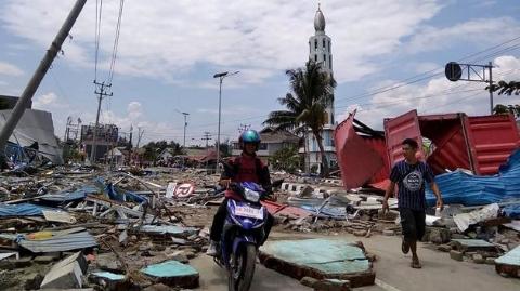 لحظات هولناک محو شدن یک روستا پس از وقوع زمینلرزه و سونامی در اندونزی