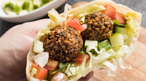 فلافل، غذای جذاب و پر طرفدار ایران/ آموزش تهیه یک فلافل هوس برانگیز در تی وی پلاس