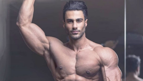 سوال های نامتعارف دخترها از پسری که زیباترین بدن ایران را دارد: همسرم باید شرایط سخت زندگی با من را درک کند/لاغر شدن سریع فقط یک فرمول دارد/فکر می کنند با مکمل ورزشی یا آمپول خوش استایل می شوند!/ضیاء موسوی در گفتگو با تی وی پلاس