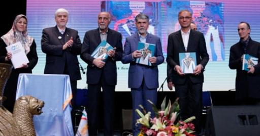 آوازخوانی میهن پرستانه سالار عقیلی در شب میلیونر شدن استعدادهای ایرانی در جشن بانک پاسارگاد